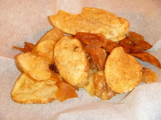 Airport Diner: Delicious potato chips