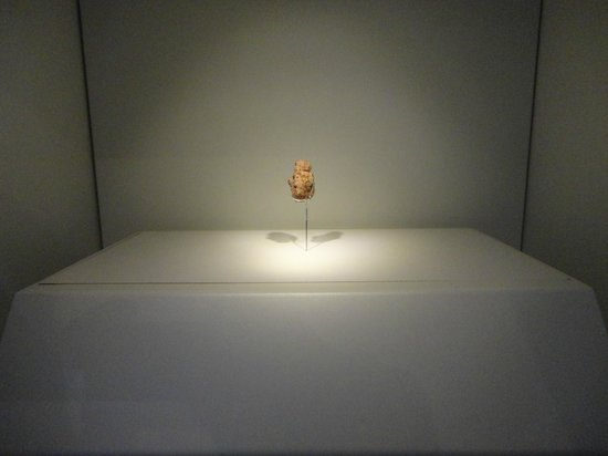 Musée d'Israël : Oldest art - over 200,000 years old.