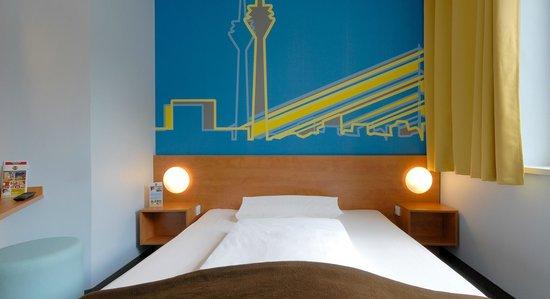 B&B Hotel Duesseldorf - Hbf : B&B Hotel Düsseldorf-Hbf - Zimmer mit französischem Bett