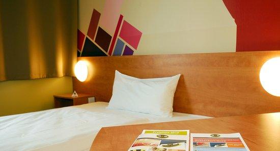 B&B Hotel Duesseldorf-Airport: B&B Hotel Düsseldorf-Airport - Zimmer mit französischem Bett