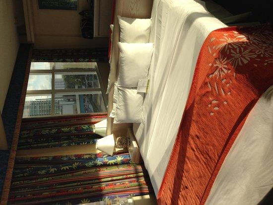 Newport Beachside Hotel and Resort: Bedroom