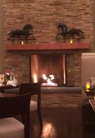 The Tavern at Diamond Mills : Beautiful fireplace
