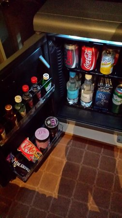 Radisson Blu Edwardian Heathrow Hotel : Minibar contents