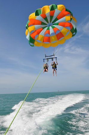 Sebago Key West: Loved the parasailing! Ryan took some amazing pics!