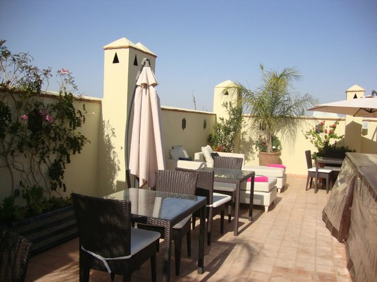 Riad Chayma : Roof terrace eating area