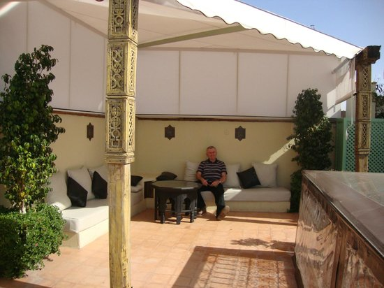 Riad Chayma: Roof terrace tented area