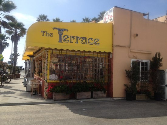 Terrace Cafe: Outdoor seating with great view of beach area