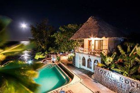 Coral Rock Zanzibar: Moon rise over the pool and walkway to the restaurant
