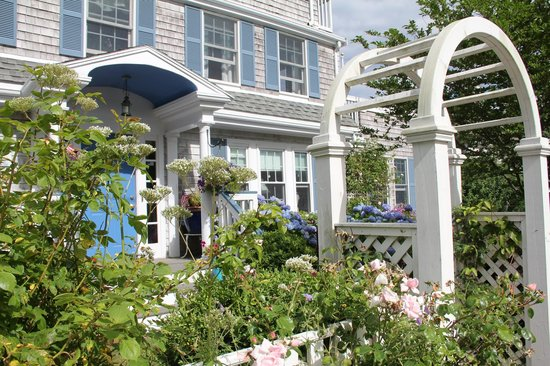 An English Garden Bed and Breakfast: Front Entry