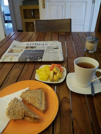 ViaVia Guesthouse : Simple but good breakfast. Delicious bread!