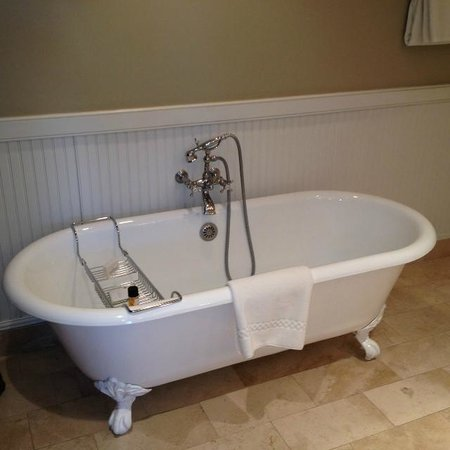 Inn at Perry Cabin by Belmond: Bath in room 46