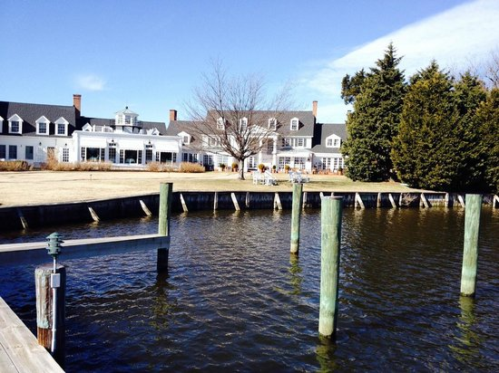 Inn at Perry Cabin by Belmond: View of hotel from docks
