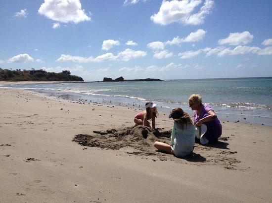 Buena Onda Beach Resort : towards Popoya