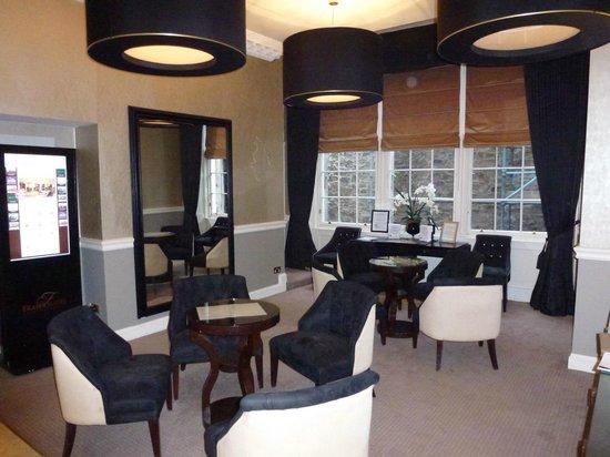 Fraser Suites Edinburgh : Le salon à coté du lobby