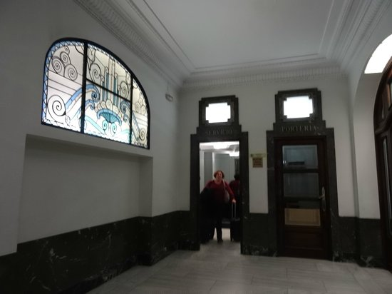 Hostal Abadia Madrid: Portal del hostal Abadia