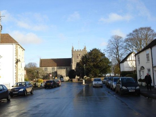 The Kings Head: Wye Church