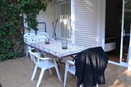 Hotel Los Globos: Terraza del apartamento