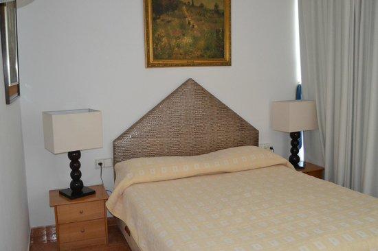Hotel Los Globos: Una de las dos habitaciones de matrimonio
