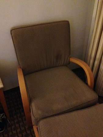 David Dead Sea Resort & Spa : lazy chair with stain, tears and filth