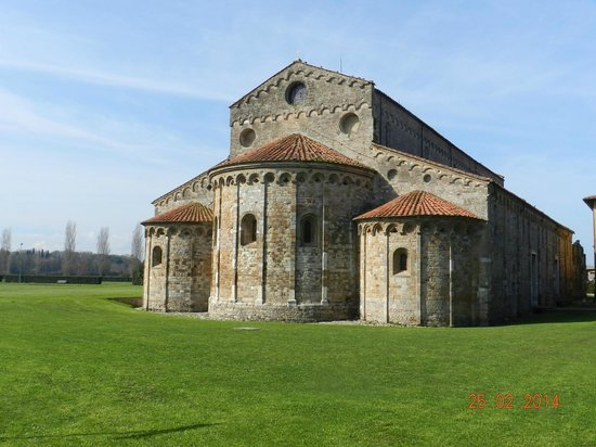 Basilica romanica di San Piero a Grado : Esterno della Basilica