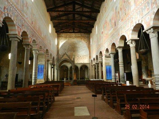 Basilica romanica di San Piero a Grado : interno della Basilica