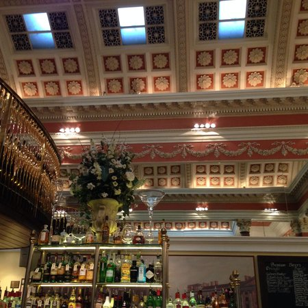 The Bank on College Green: Ceiling and bar