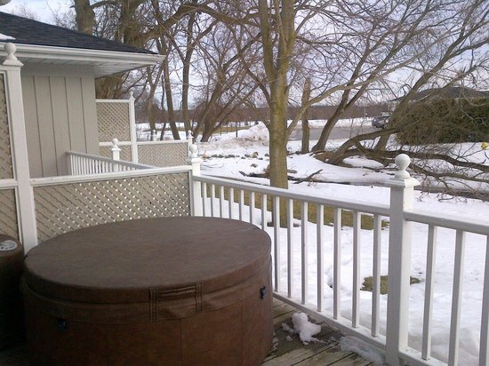 The Waring House Pub and Restaurant: deck outside of rm#12 hot tub