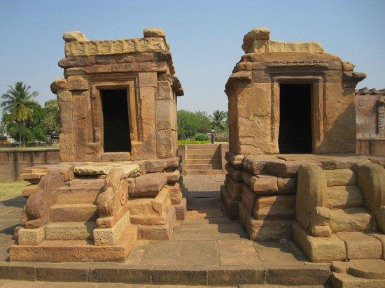 Aihole: 2 small shrines