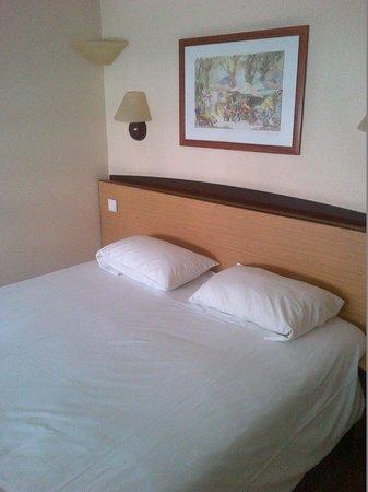 Campanile Nimes Centre - Mas Carbonnel : Chambre double lit