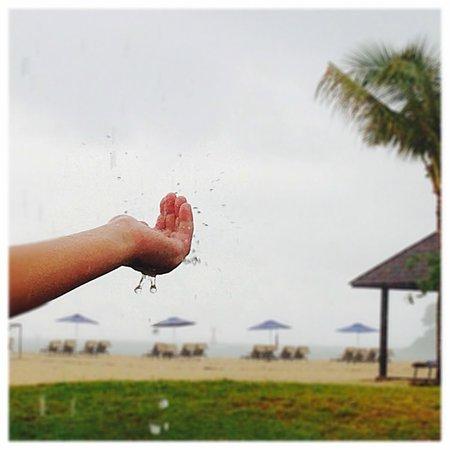 Shangri-La's Rasa Ria Resort & Spa: rain