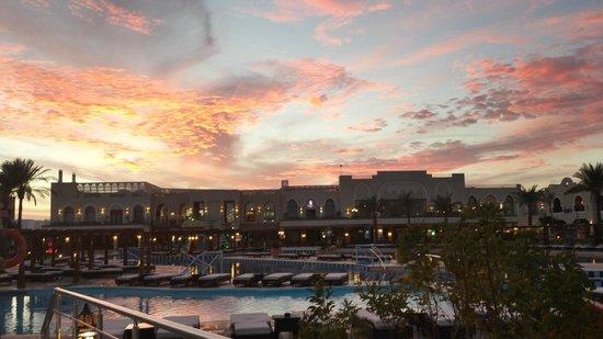 lovely sunset picture of sunrise grand select arabian beach resort sharm el sheikh tripadvisor. Black Bedroom Furniture Sets. Home Design Ideas