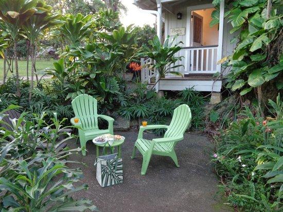 Haiku Cannery Inn B&B: Private patio and porch