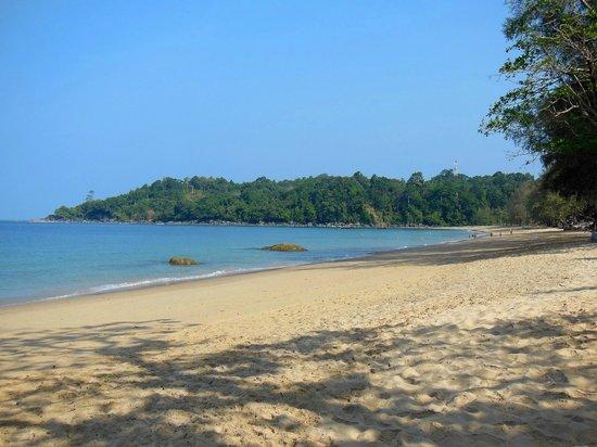 Khaolak Merlin Resort: Miles of beach!