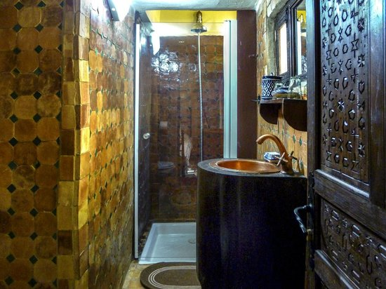 Riad Lahboul: Bathroom