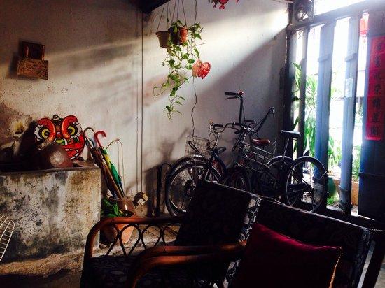 Jalan-Jalan: Lounge