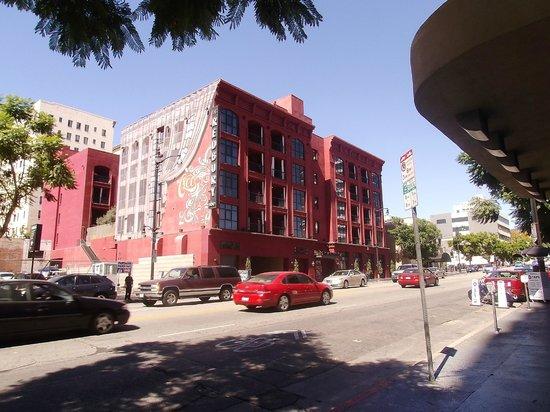 The Redbury Hollywood : Utsidan av hotellet