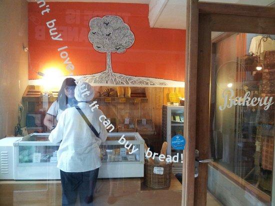 ViaVia: The bakery. Lovely breads ♥