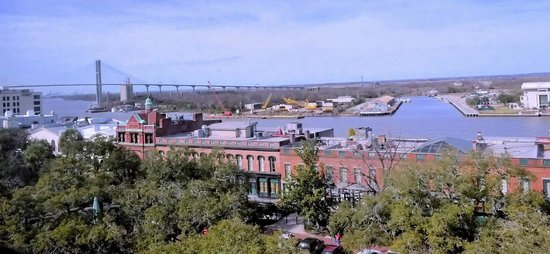 Savannah Historic District : Riverfront from Hotel