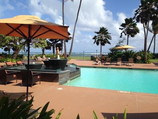 Courtyard Kaua'i at Coconut Beach: poolside view