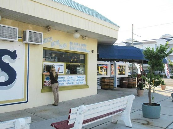 Samuel's Pancake House & The Gift and Candy Cottage: Samuel's Pancake House