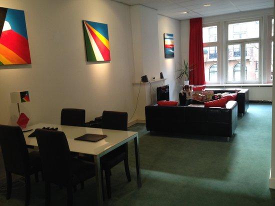 Récar du Fleur: Living Room/Dining Room