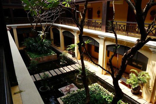 Victoria Angkor Resort & Spa : hotel corridor