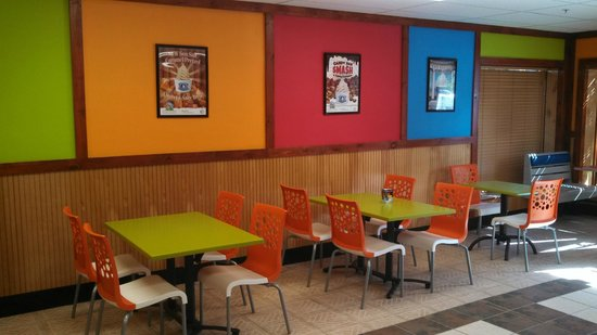 Cocoa Froyos: Ample Seating