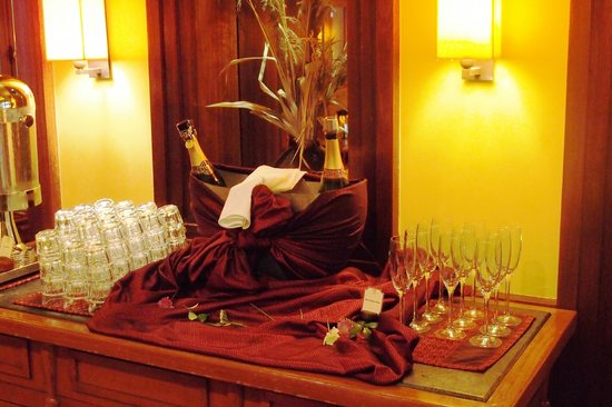 Victoria Angkor Resort & Spa : free bubbles at breakfast