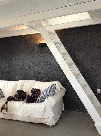 Armeni Village Rooms & Suites: Лестница наверх