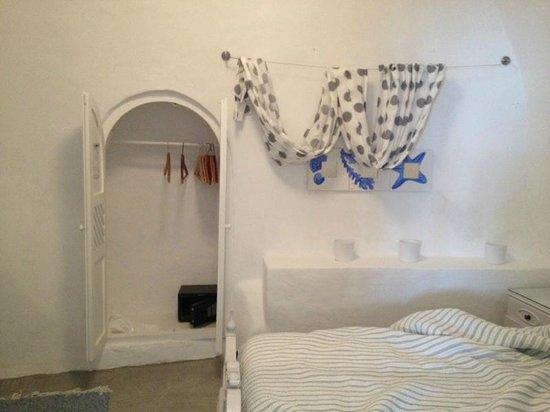 Armeni Village Rooms & Suites: Спальная комната