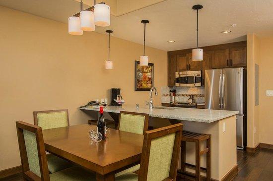 Trailhead Lodge : Kitchen Example
