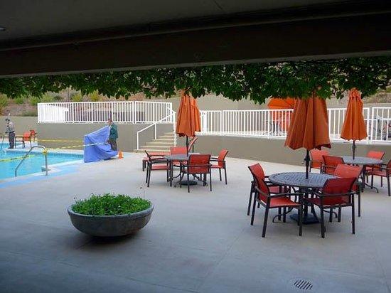 Best Western Plus Novato Oaks Inn: Poolside