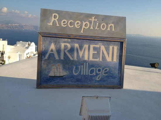 Armeni Village Rooms & Suites : Ресепшн)