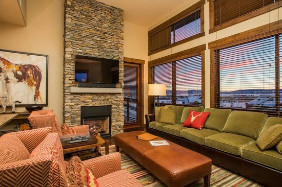 Trailhead Lodge: Living Area Example